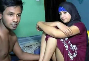 Muslim  Man Pulverize Her Gf On The Bed