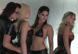 Sunny Leone Behind-the-scenes