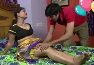Warm aunty romance with servent
